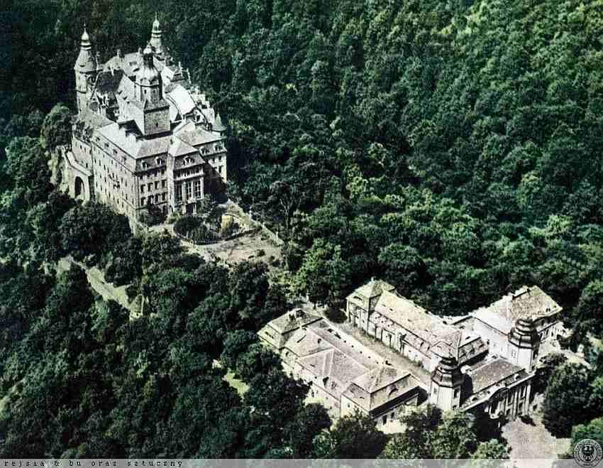 Zapadlisko dziedziniec Książ