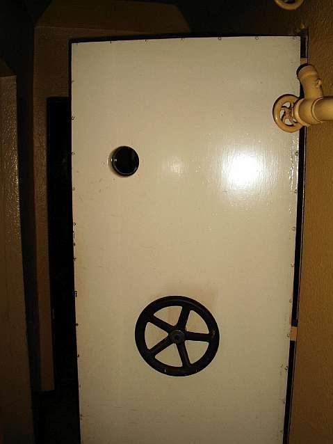 Fot 11. Drzwi komora pneumatyczna mała Szczawno-Zdrój Fot. T. Jurek