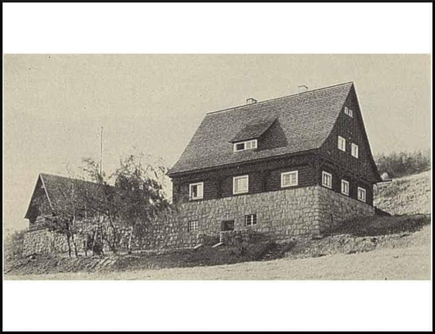 Zdj.6 Strzelnica Schutzpolizei Waldenburg wartownia i stajnia po lewej