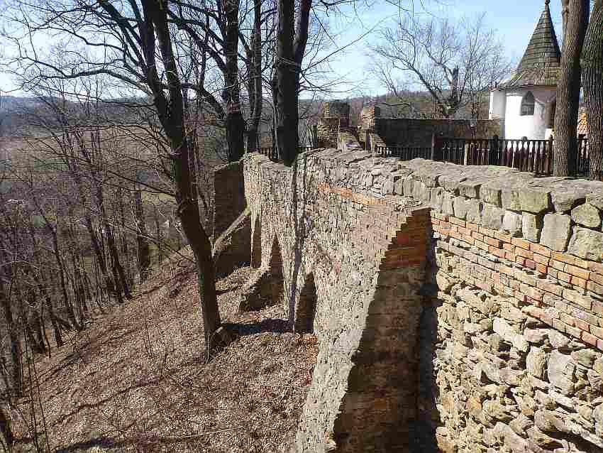 Zdj.3 Zamek Grodno mur w miejscu dawnej Piekarni Zdj. Tomasz Jurek